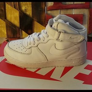 Shoes - High Top Nike AirForce1